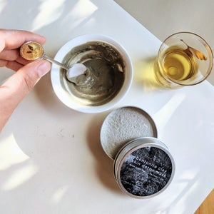 Image of bentonite clay skin detox mask