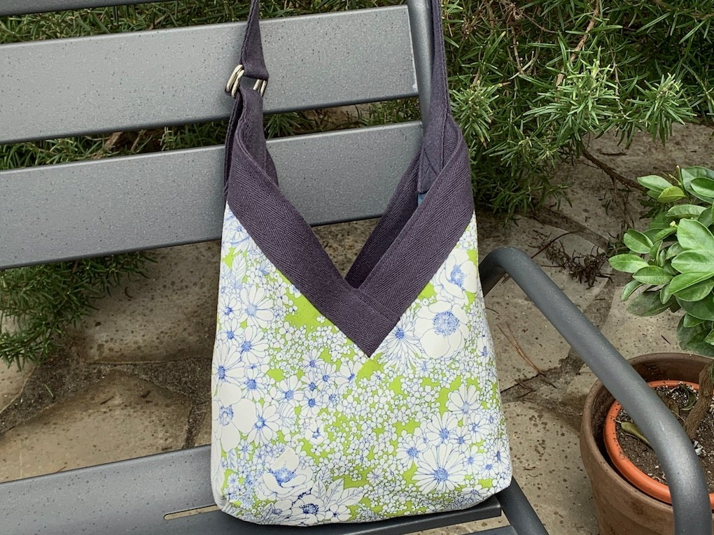 Image of Sac Yvonne blue summer sky and green flowers