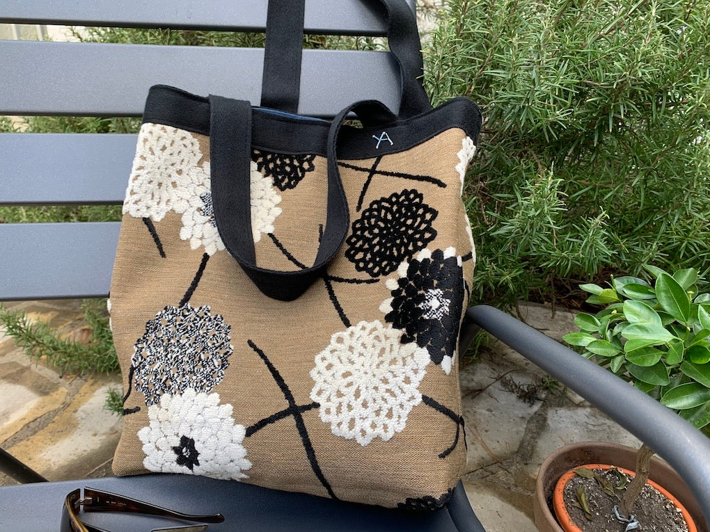 Image of Sac Annette brown, black and brow knitted flowers and blue