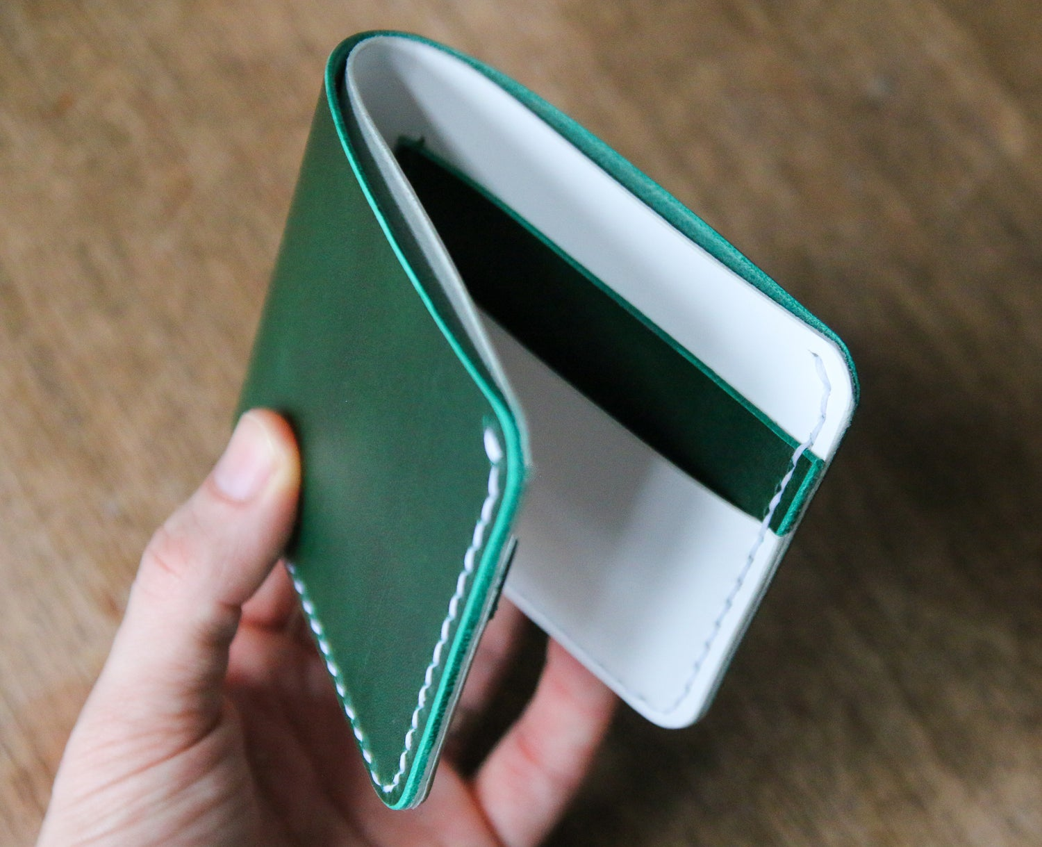 Image of Traditional Bifold in Green and White Buttero