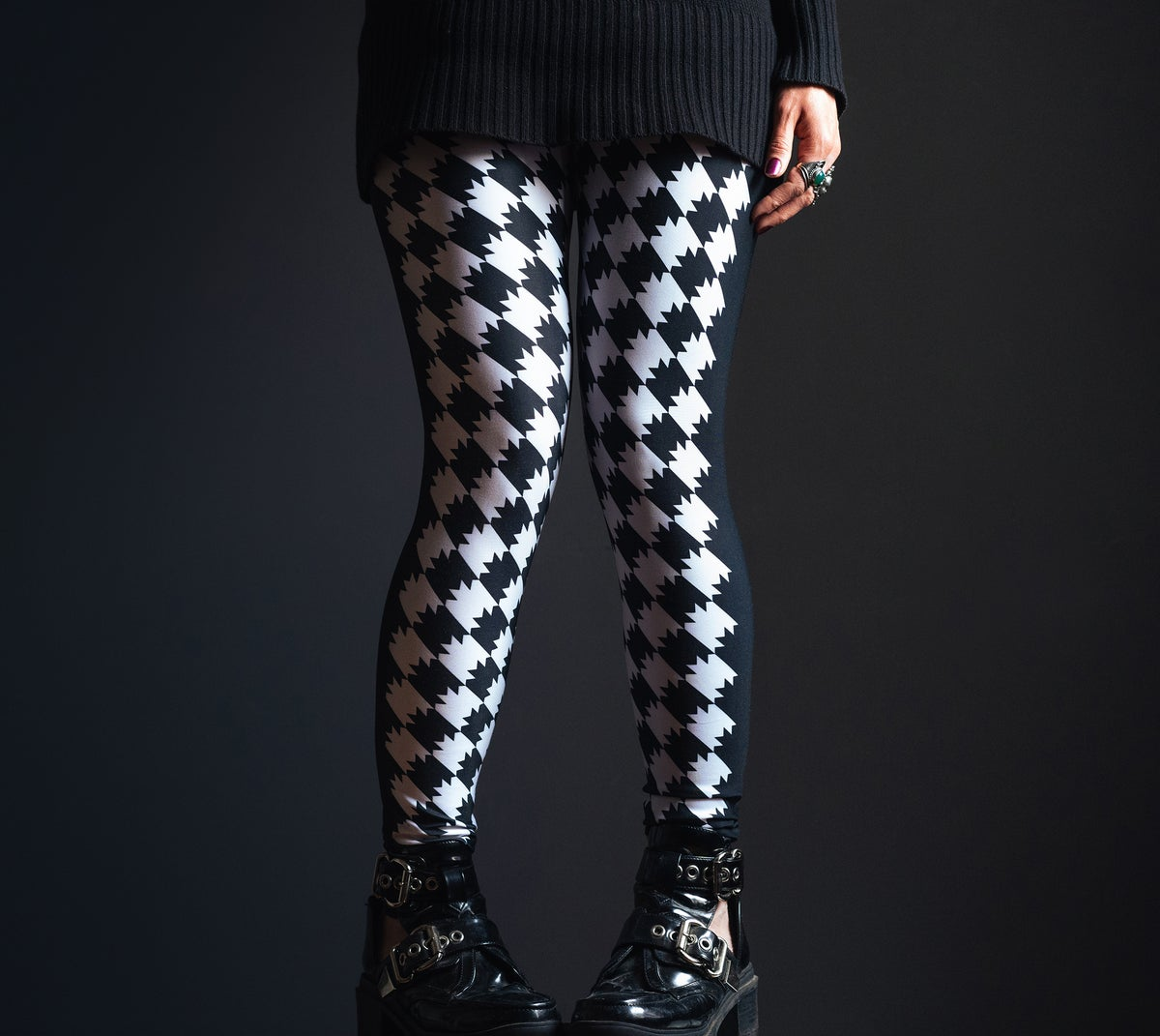 Image of Batstooth Leggings