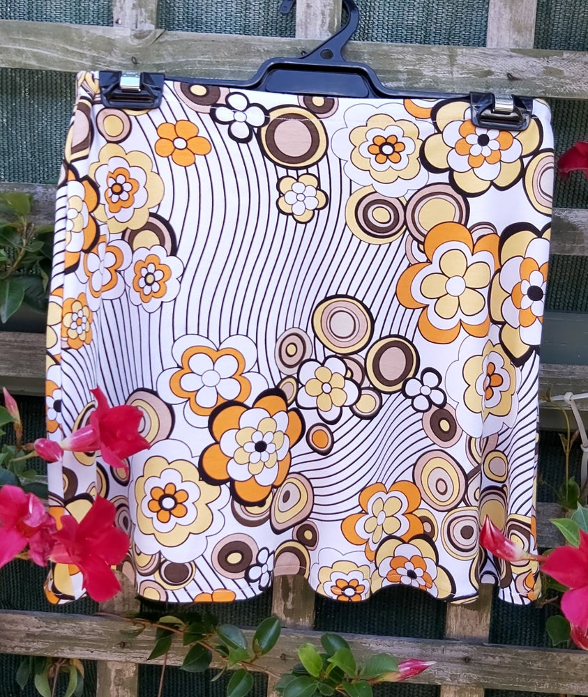 Image of Kat Skirt - yellow/white floral