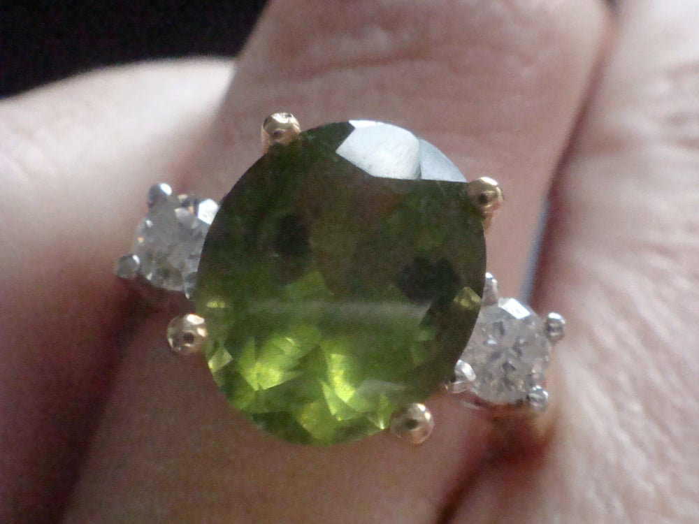 Image of LARGE 18CT YELLOW GOLD 18CT PERIDOT 3.00CT & 0.50CT DIAMOND RING