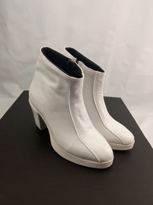 Image of Female Armor Chunky Short Boots
