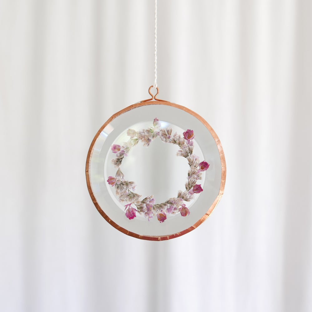 Image of Pressed Flower Suncatcher Wreath Limonium