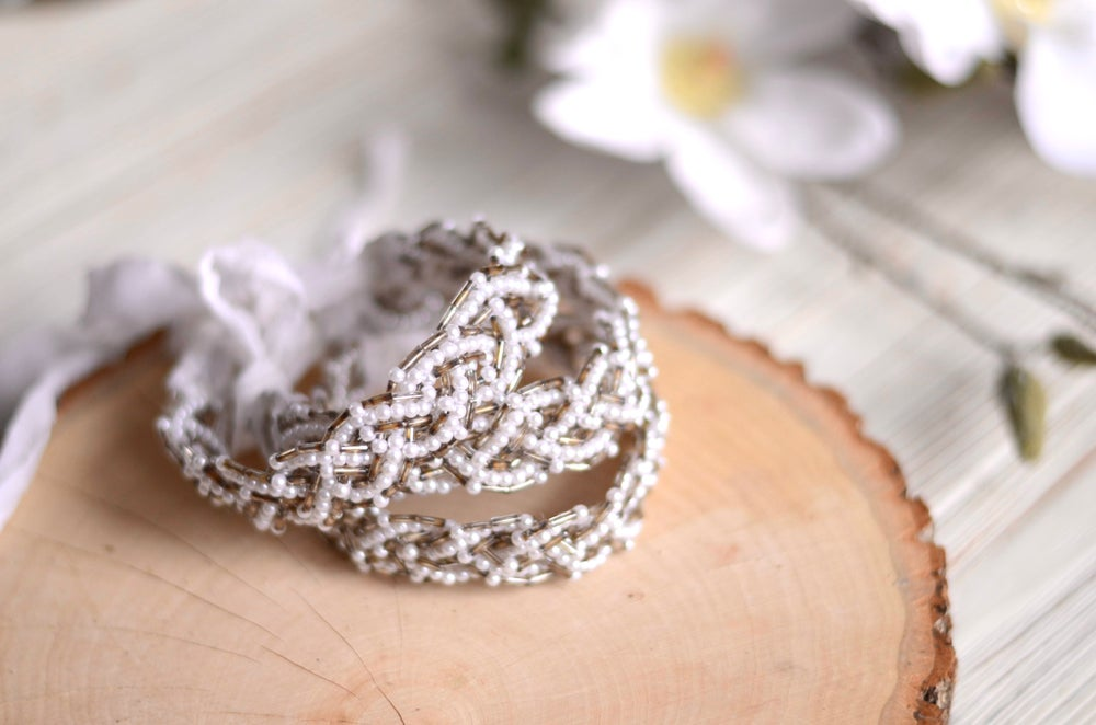 Image of Braided pearls and beads halo