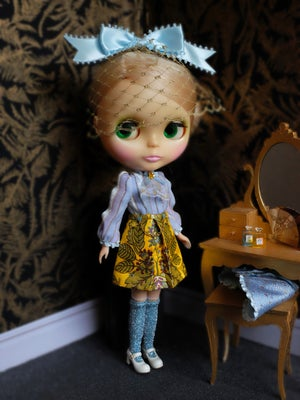 Image of Lounging Linda ~ Preppy Princess Set - with Blythe Fascinator (Blue & Yellow)