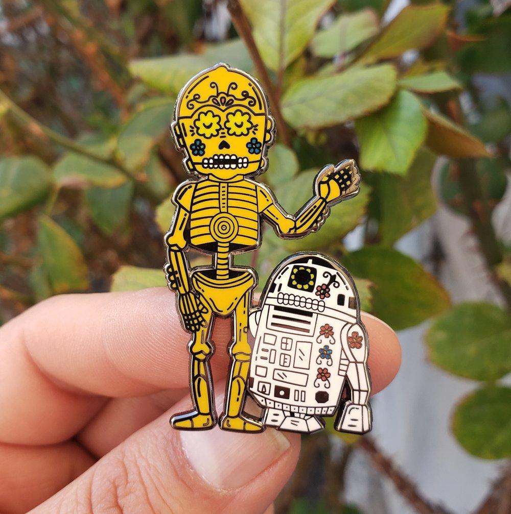 Droid Calaveras Enamel Pin