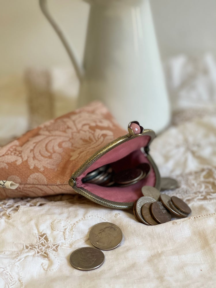 Image of Piccola pochette o porta monete damascato rosa
