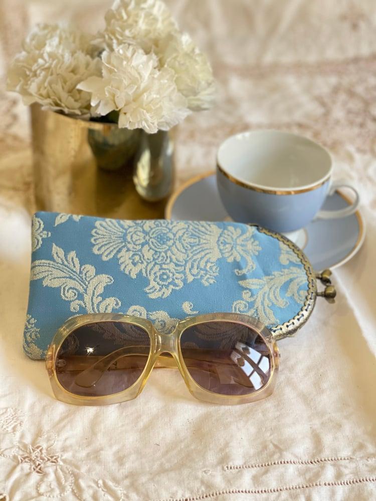 Image of Porta occhiali damascato azzurro