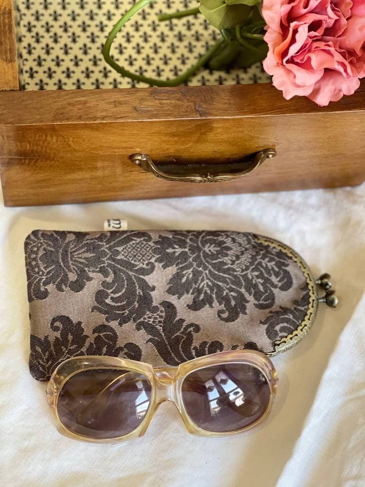Image of Porta occhiali damascato caffè e bronzo