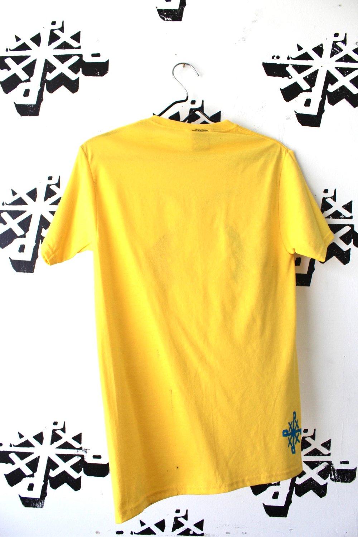 come get wet tee in yellow
