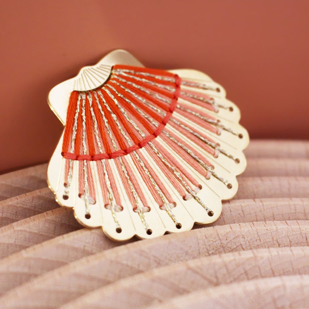 Image of COQUILLAGE - BROCHE - XL