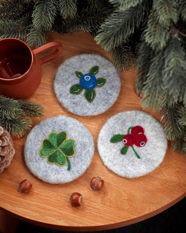 Image of WOOL COASTER SET of 3 - Berries and clover