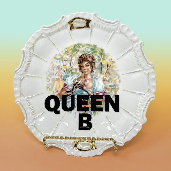Image of Plates - Queen B with 22Kt Gold