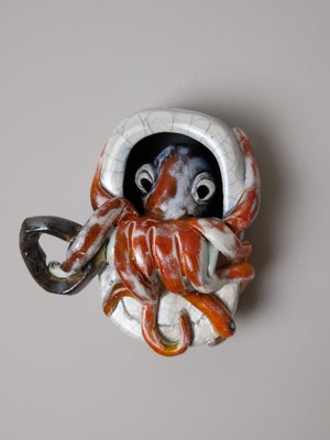 Tin with an Octopus in