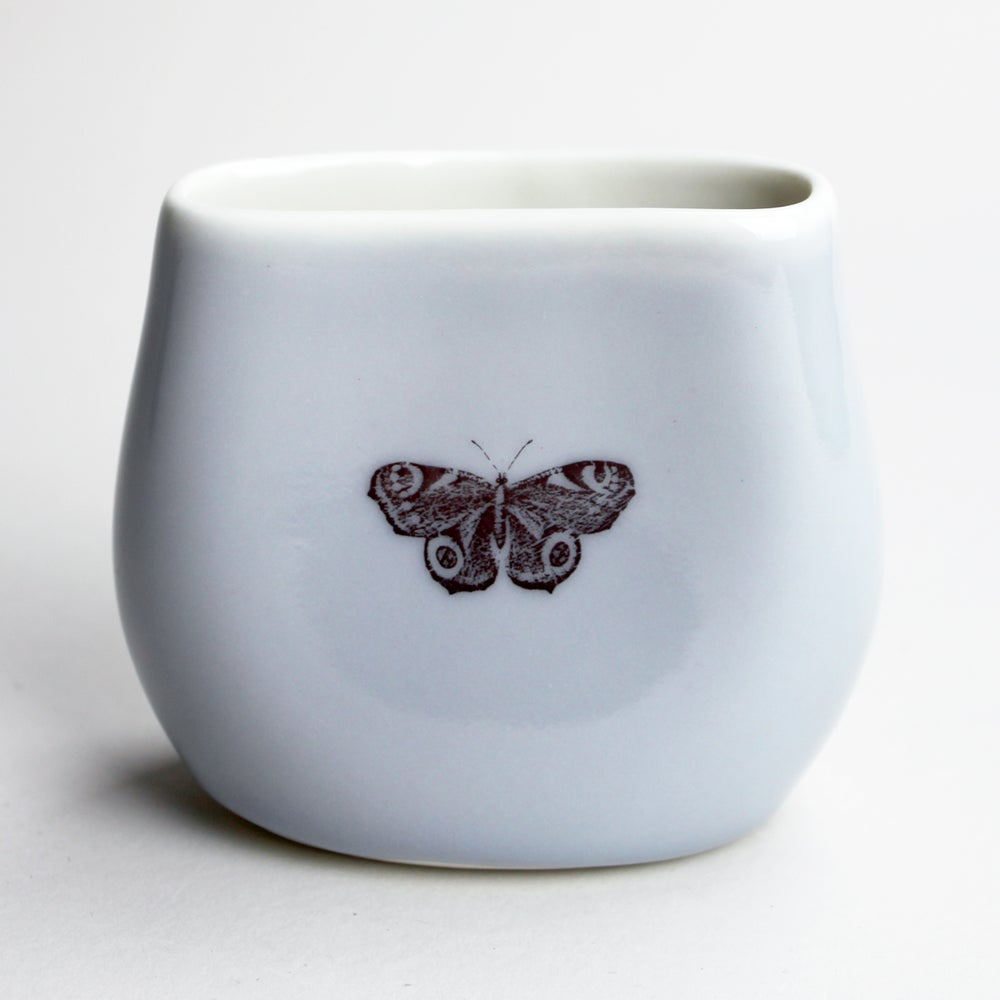 Image of pebble vase, lilac, butterfly