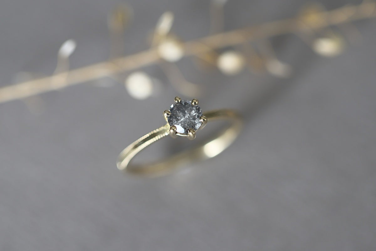 Image of 18ct Gold, Brilliant cut grey diamond ring IOW163