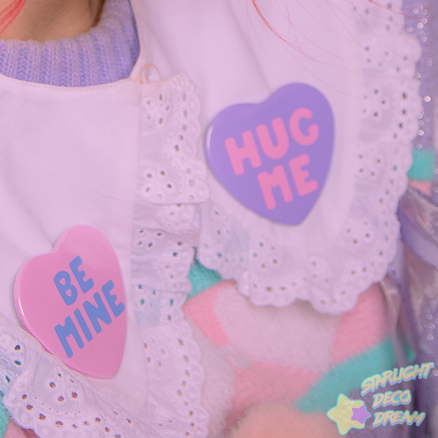 "Image of ""Be Mine"" or ""Hug Me"" Conversation Heart Button Pin / Can Badge"