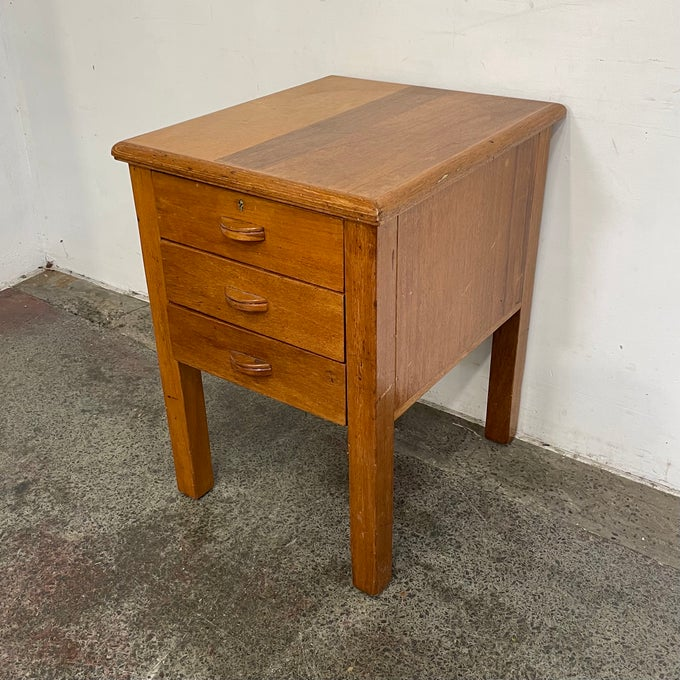Image of ENGLISH OAK SIDE TABLE