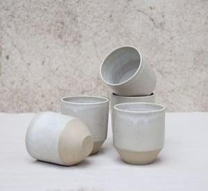 Image of Tasse V blanche (sur commande) - White V cup (pre-order)