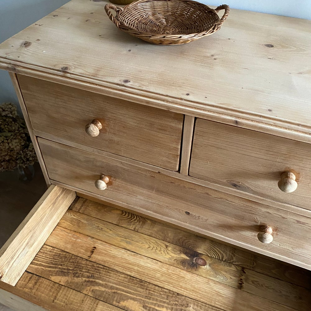 Image of Commode #113