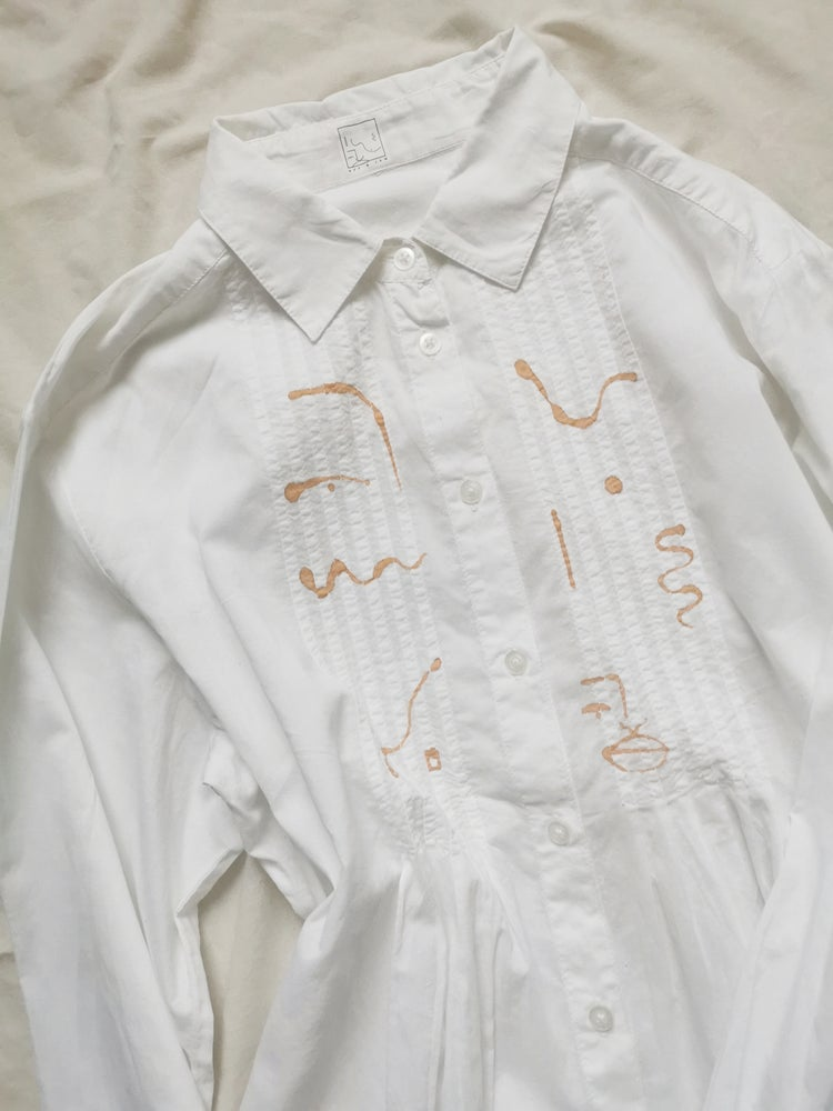 Image of patterning blouse