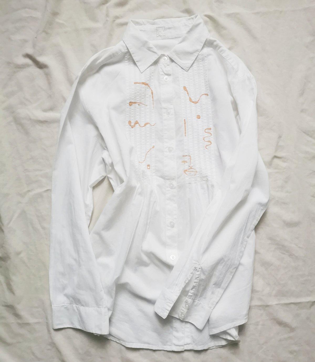 Image of patterning blouse