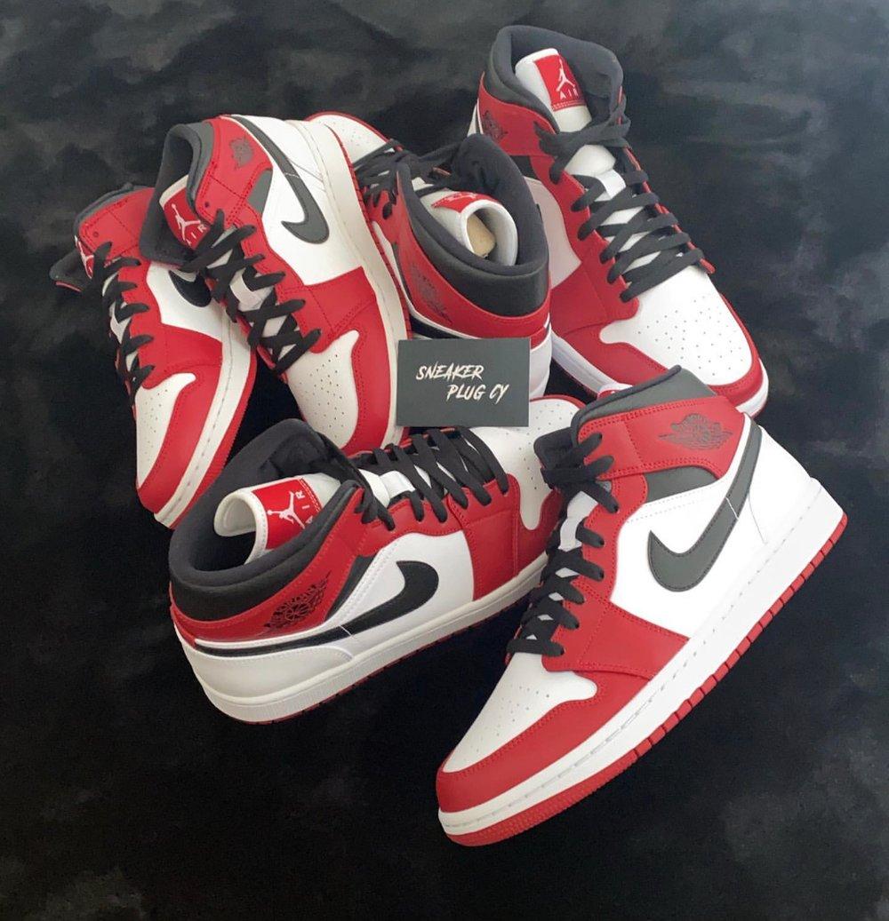 "Air Jordan 1 Mid ""Chicago White Heel"""