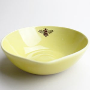 Image of  medium spouted serving bowl, mustard with bee