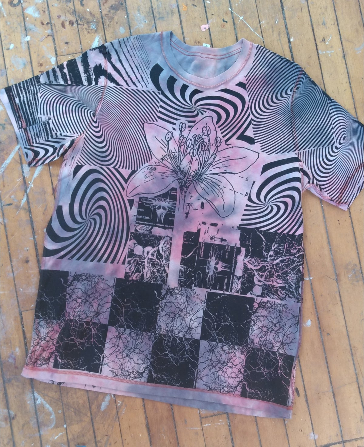 Image of Chaotic Flower T [XL]