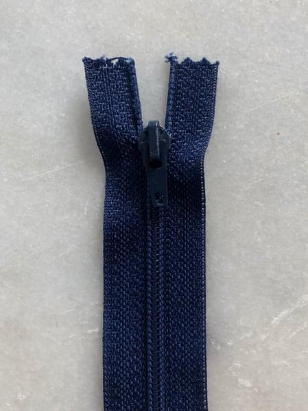 Image of Plastik lynlås 30 cm - Mørkeblå