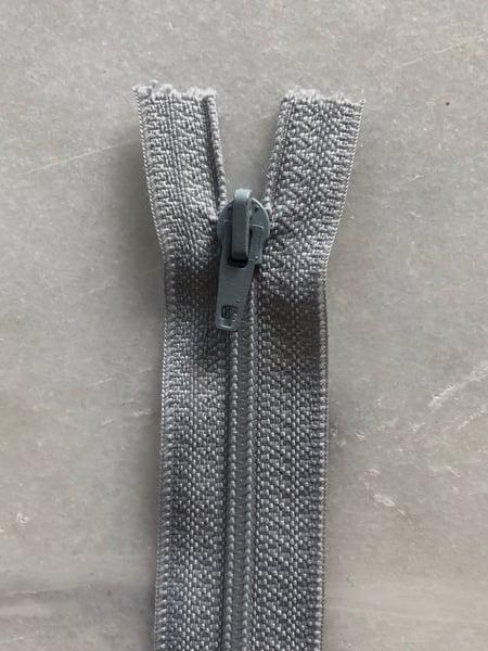 Image of Plastik lynlås 30 cm - lys grå