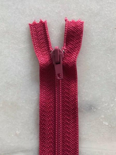 Image of Plastik lynlås 30 cm - hindbær