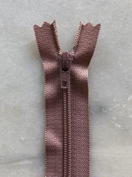 Image of Plastik lynlås 30 cm - støvet rosa