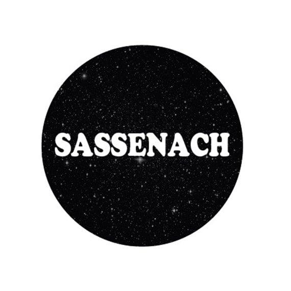 Image of badge outlander - sassenach