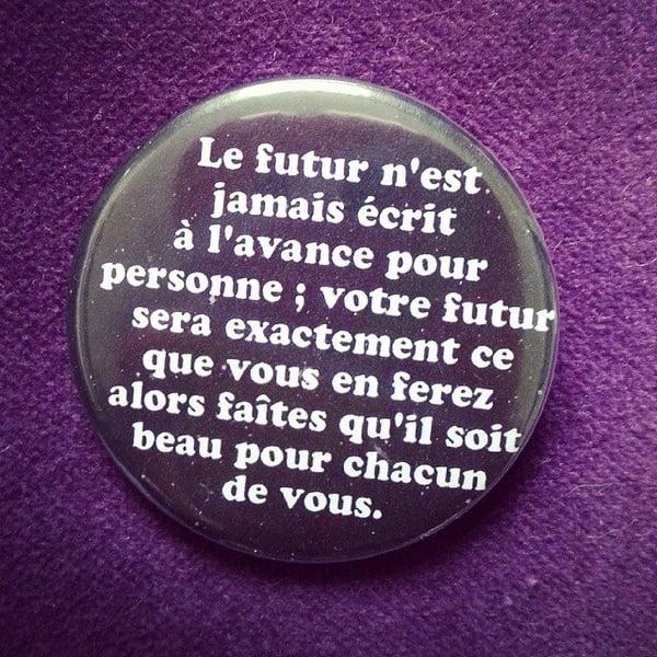Image of badge retour vers le futur - back to the future - le futur