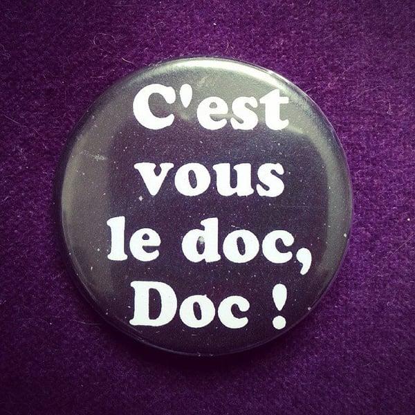 Image of badge retour vers le futur - back to the future - doc