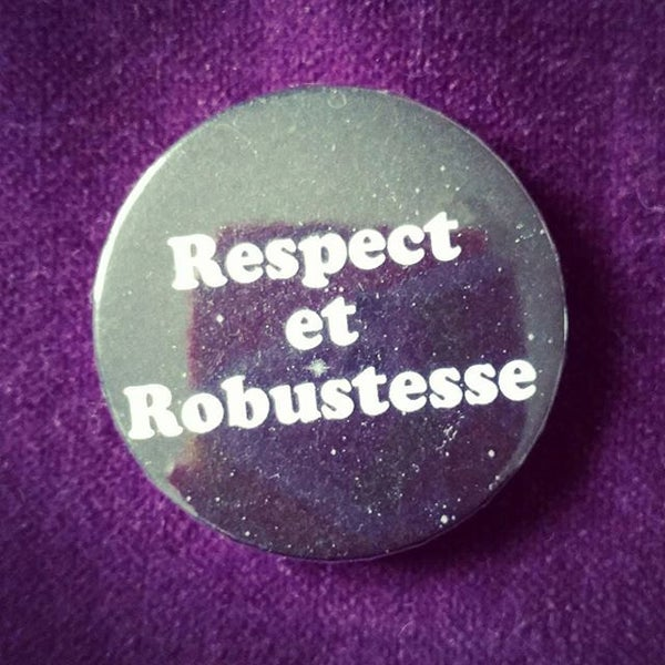 Image of badge astérix mission cléopâtre - respect robustesse