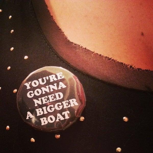 Image of badge les dents de la mer - jaws - bigger boat