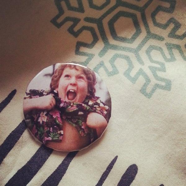 Image of badge goonies - choco