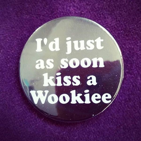 Image of badge star wars - kiss a wookie