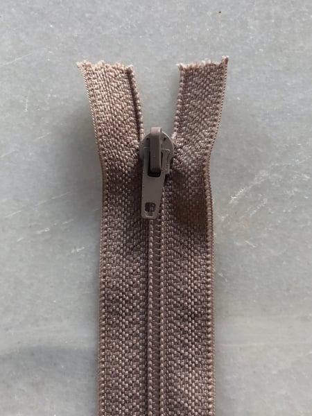 Image of Plastik lynlås 30 cm - varm beige