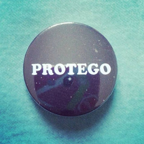 Image of badge harry potter - protego