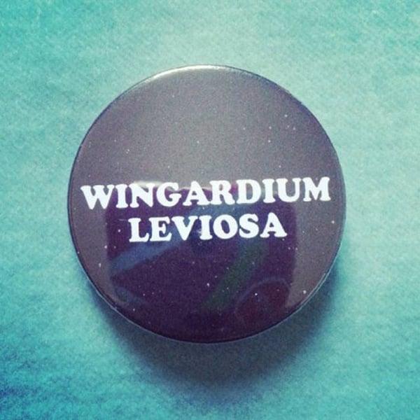 Image of badge harry potter - wingardium leviosa