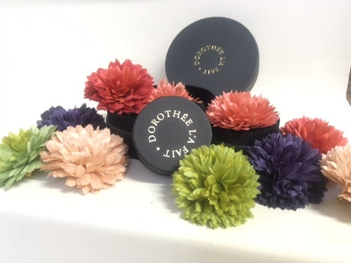 Image of  Mini Fleurs Pompons Teinture Naturelle -  Mini Pompons Natural Dye flower.