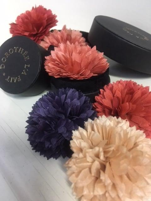 Image of  Mini Fleurs Pompons Teinture Naturelle -  Mini Pompons Natural Dye flower.