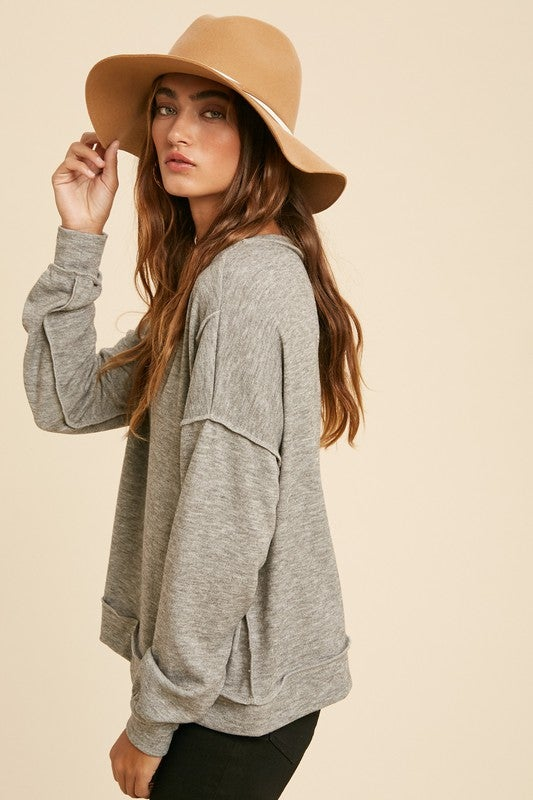 Image of REVERSE SEAM THICK KNIT HACCI V NECK