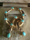VICTORIAN ORIGINAL 18CT NATURAL TURQUOISE LOVERS KNOT IN ORIGINAL FITTED BOX