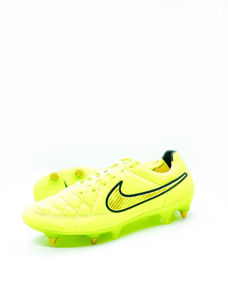 Image of Nike tiempo Legend V Sg yellow